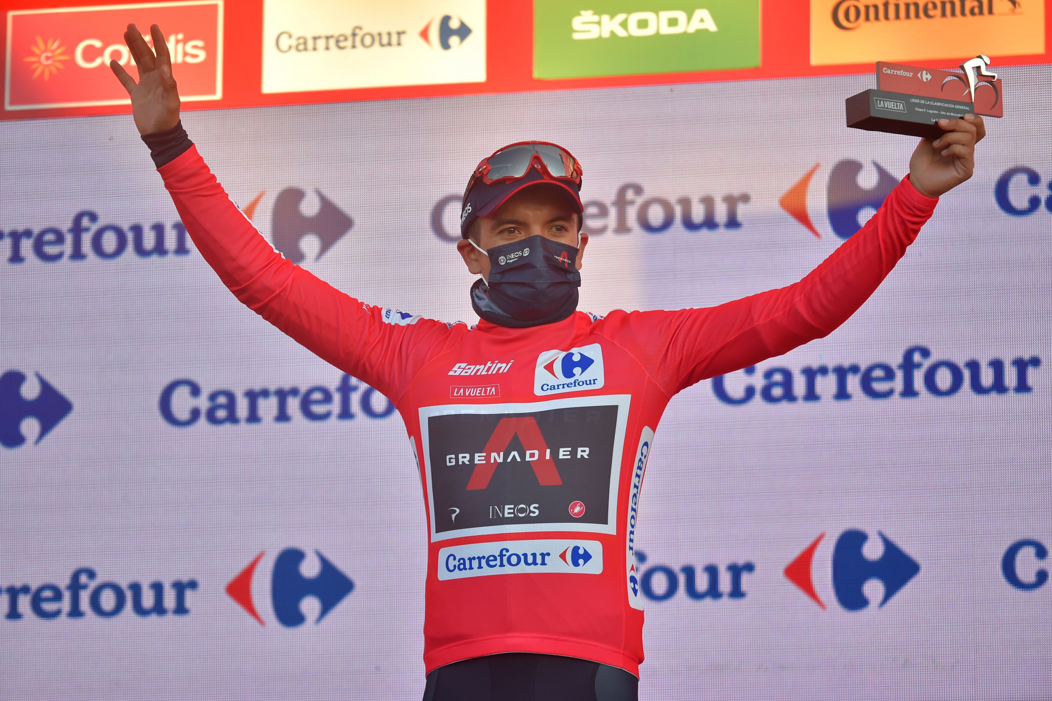 Richard Carapaz claimed the race leader's red jersey ©Getty Images