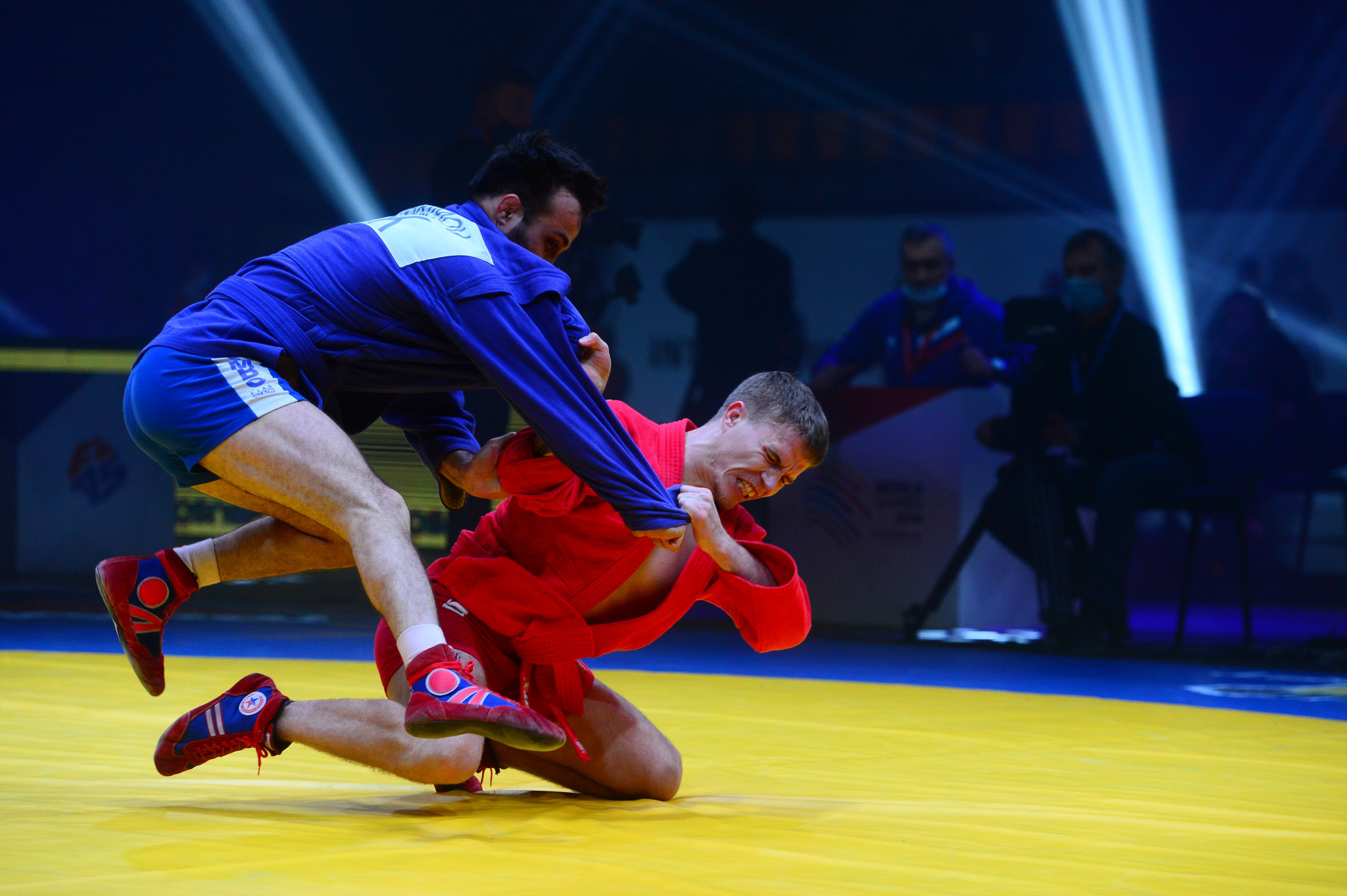 Russian Vladimir Gladkikh, in red, scrapped to a victory in the men's 57kg ©FIAS