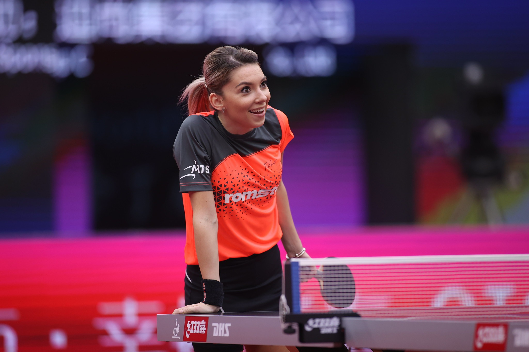Szocs wins thriller to set up meeting with world number one Chen in Women's World Cup