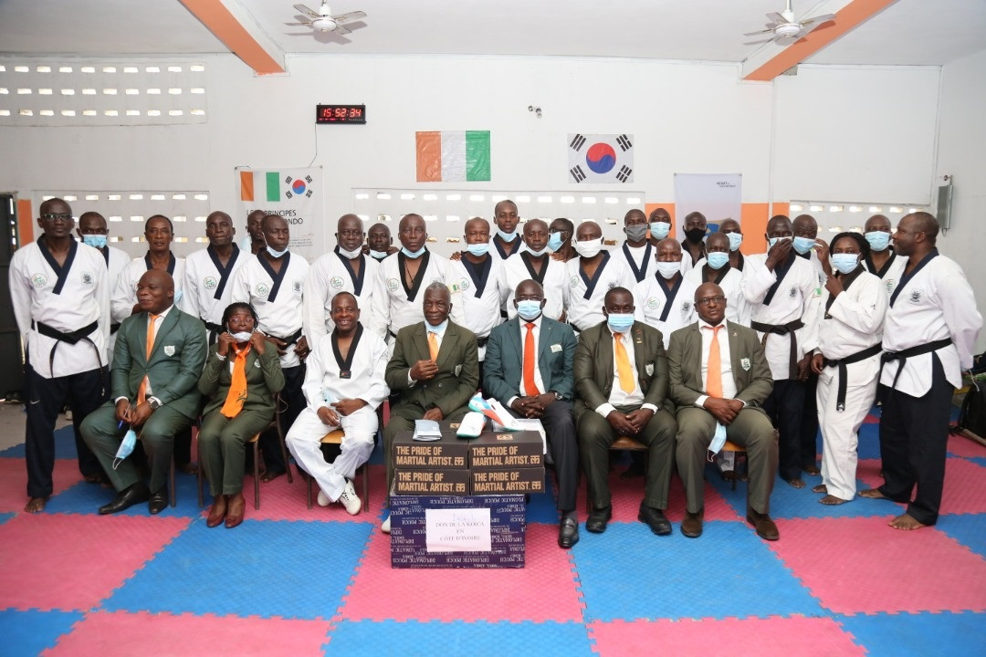Ivorian Taekwondo Federation receives donation of shoes and masks