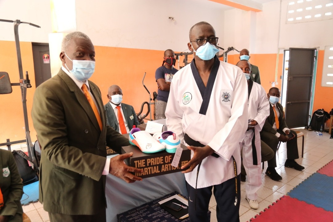 Shoes and masks have been distributed to the FITKD Training and Evaluation Commission ©FITKD