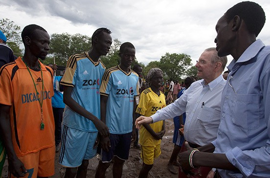 Jacques Rogge has vowed to help sporting opportunities for refugees in Ethiopia following a visit there in his role as UN Special Envoy ©Petterik Wiggers/UNHCR