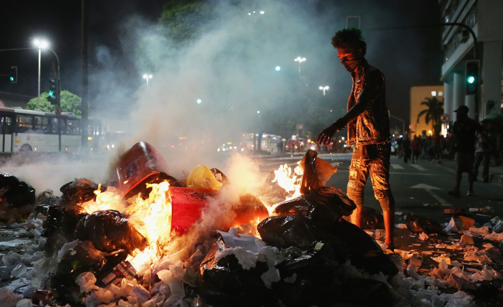 A roadblock in Rio de Janeiro set-up by protestors demonstrating against hikes in transportation costs ©Getty Images