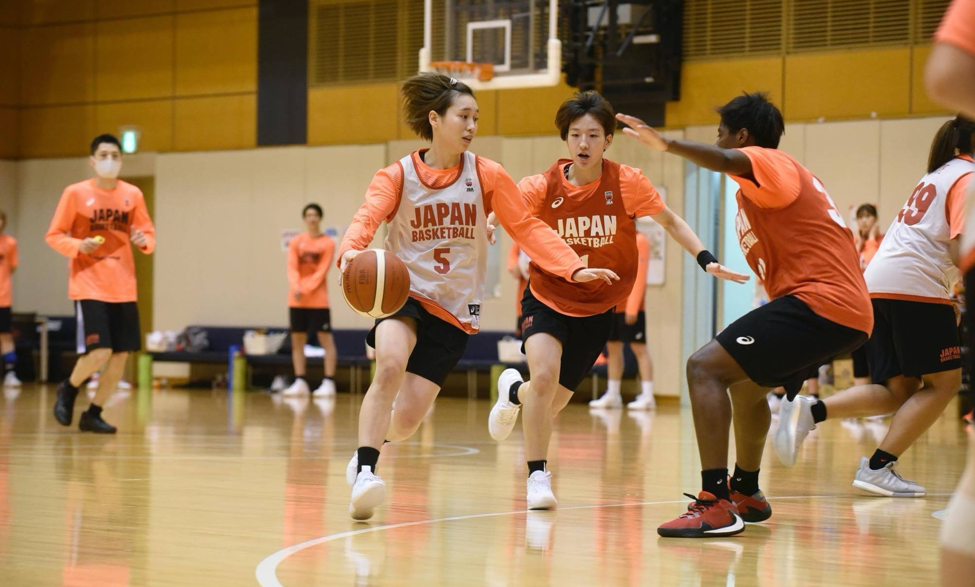 Guard Saori Miyazaki dribbles during Japan's training camp ©Japan Basketball Association