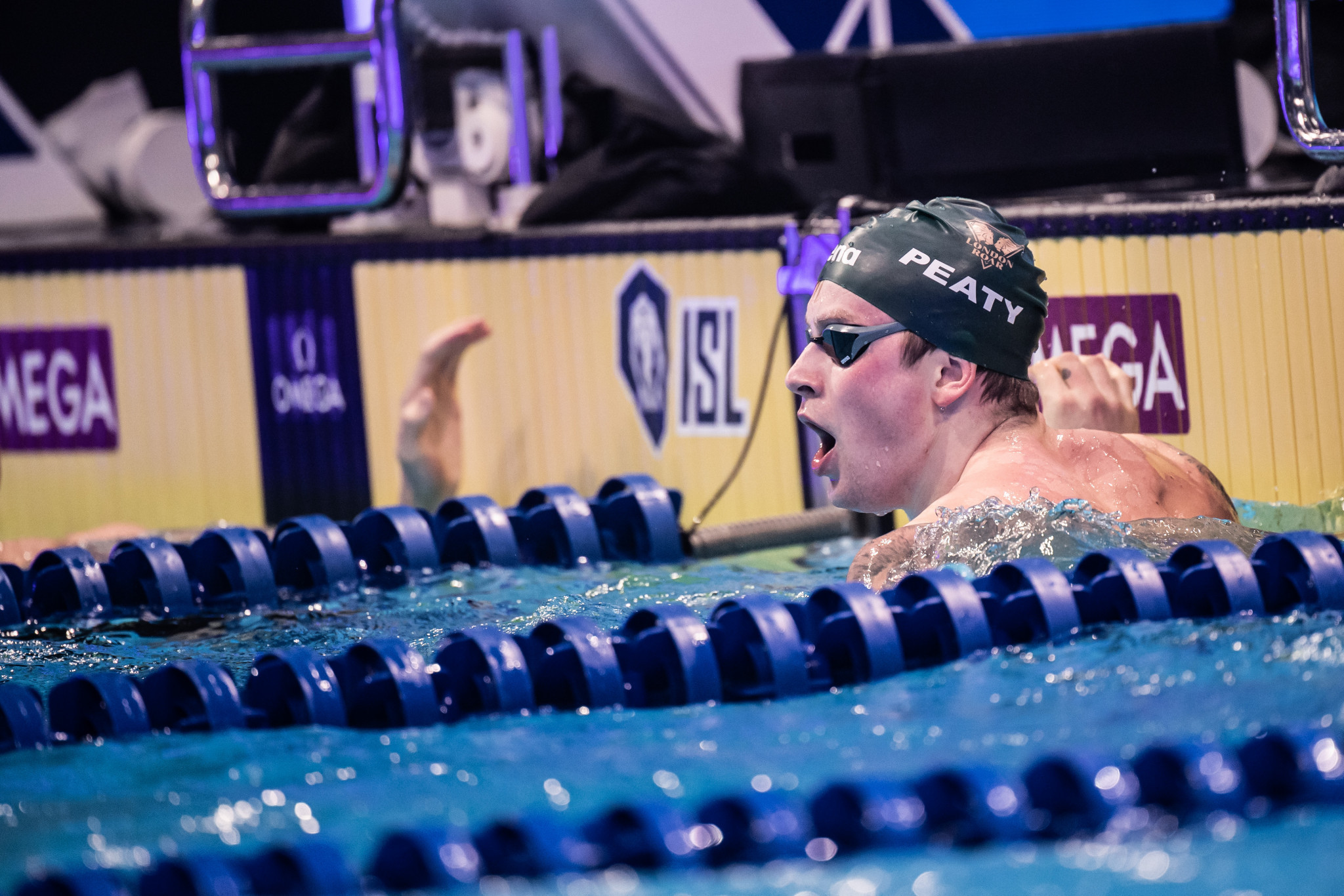 Peaty sets 100m breaststroke world record as London Roar and Energy Standard reach ISL final