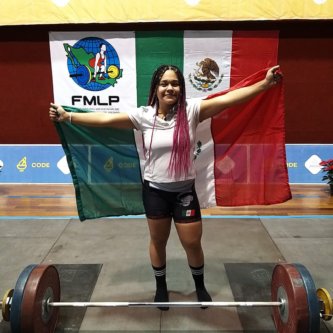 Mariana García of Mexico dominated the women's 64kg at the IWF Online Youth World Cup ©IWF
