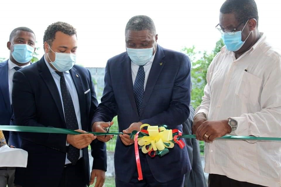 The country's Prime Minister Dr. Jorge Bom Jesus officially cut the ribbon ©COSTP