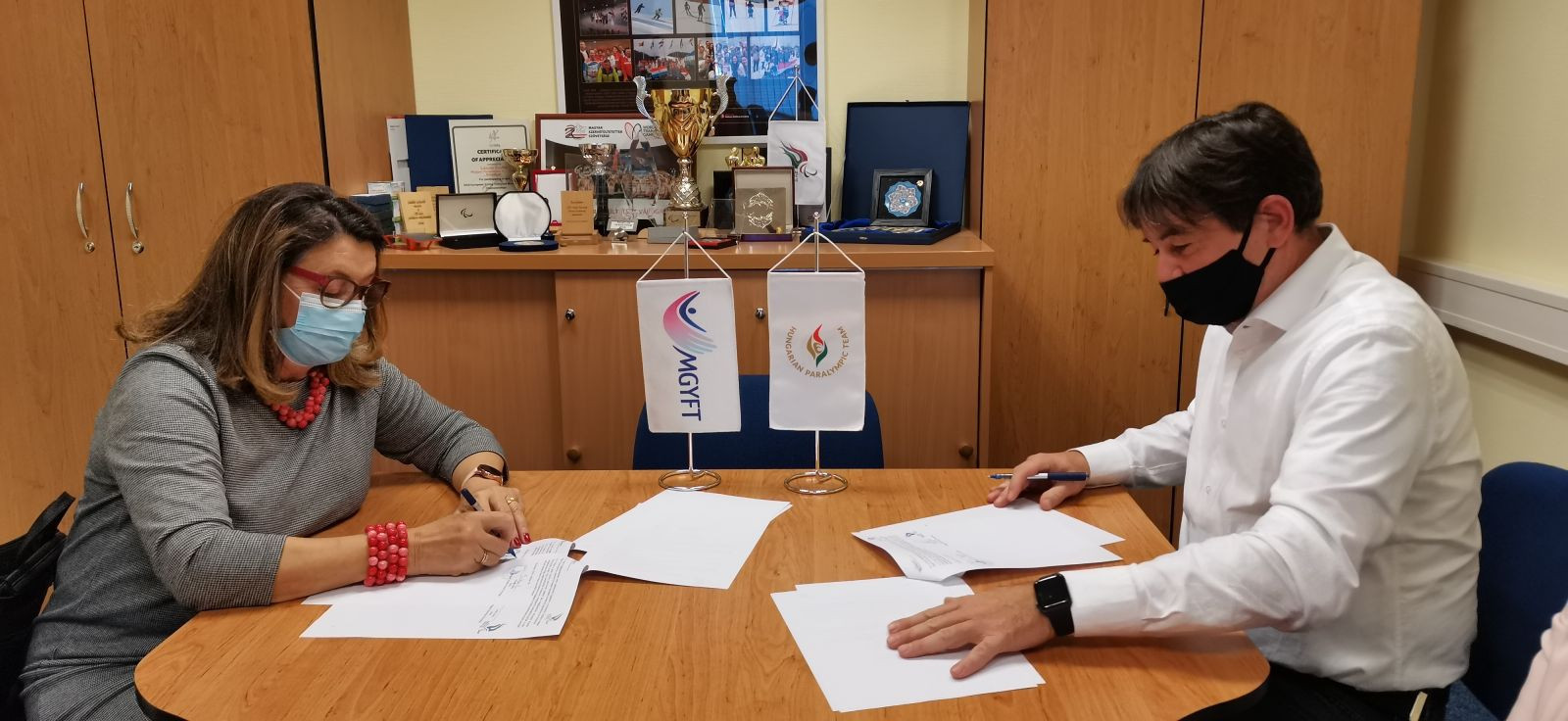 The Hungarian Paralympic Committee has signed a cooperation agreement with the Hungarian Physiotherapists Association ©MPB