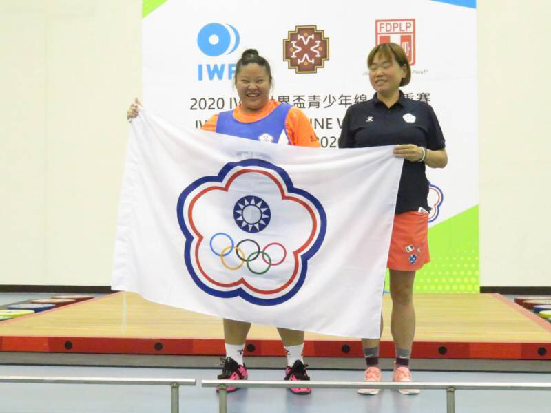 Ling Chen Weng celebrates her three silver medals on the final day of competition ©Chinese Taipei Weightlifting
