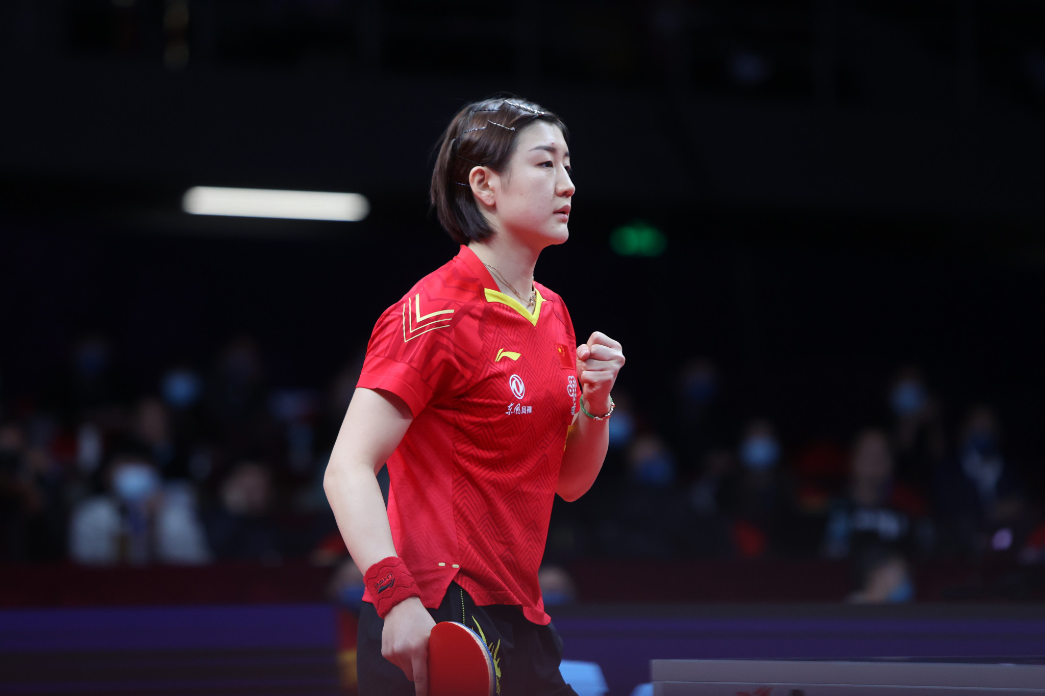 Defending champion Chen recovers from slow start to reach ITTF Finals last four