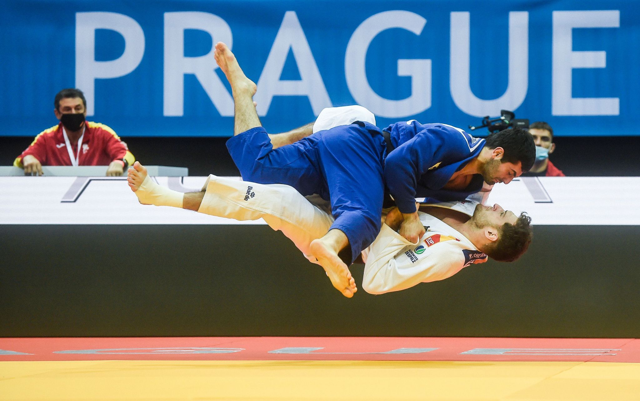 Mikhail Igolnikov, in blue, won his second European title in Prague ©Getty Images