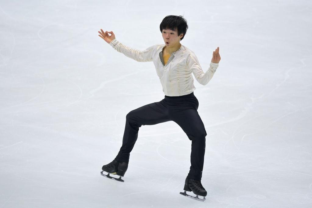 Yuma Kagiyama leads the way in the men's singles in Osaka after an impressive short programme ©ISU