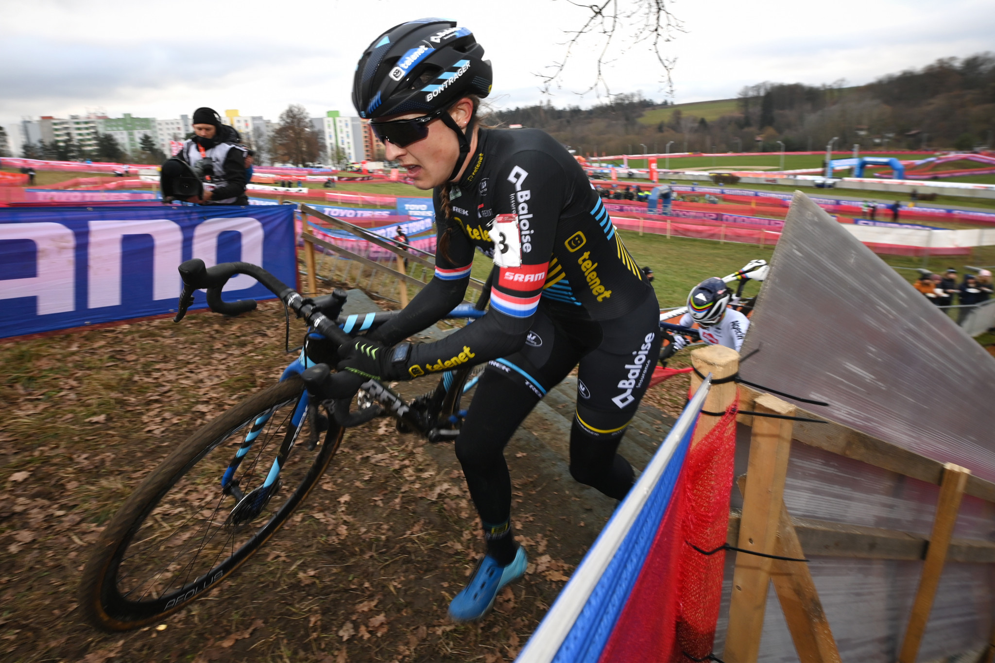 Lucinda Brand in action on her way to gold in the women's elite race at the first UCI Cyclo-Cross World Cup of the season ©Getty Images