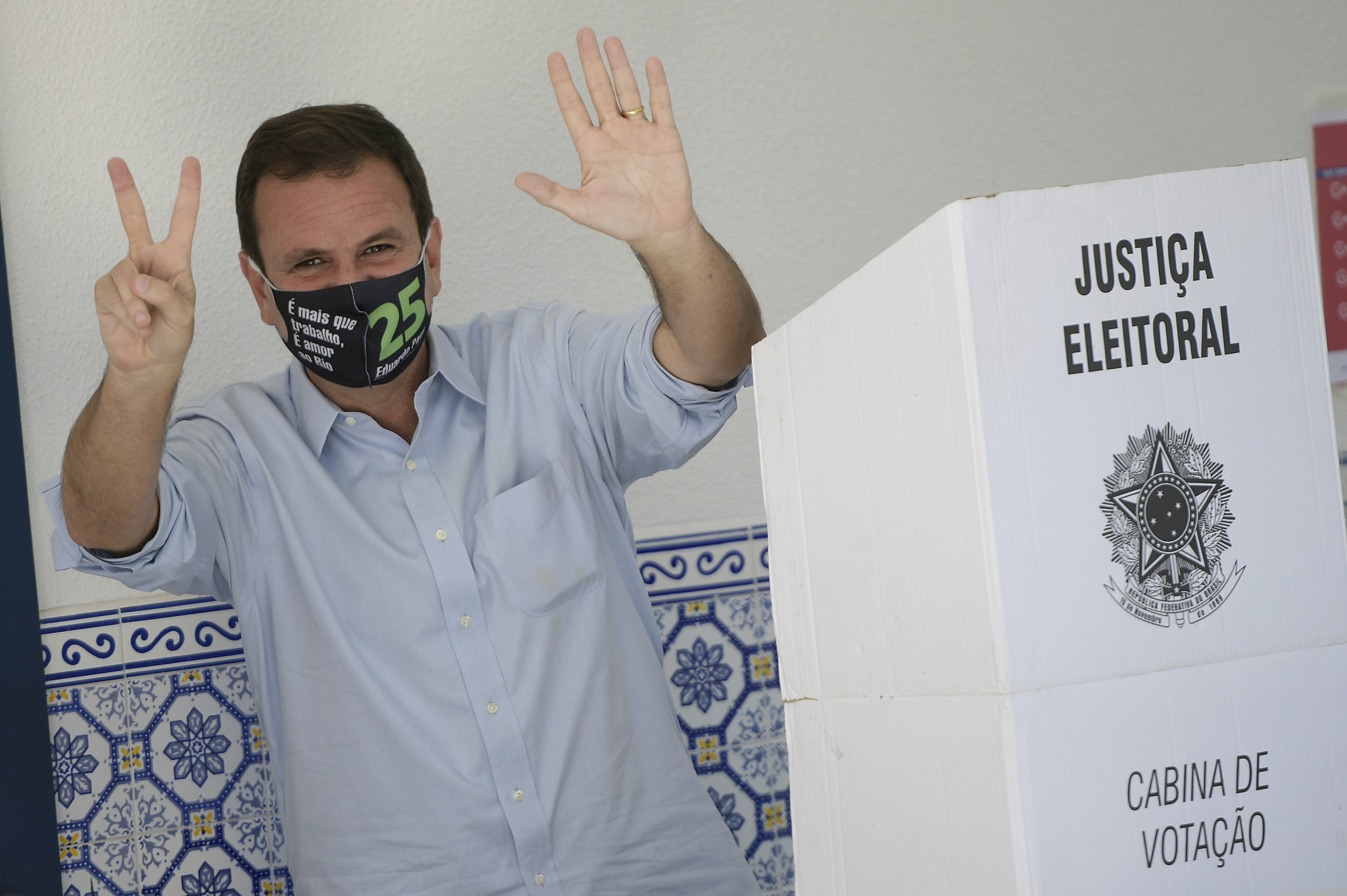 Paes re-elected Rio de Janeiro Mayor as voters ignore Olympic corruption claims