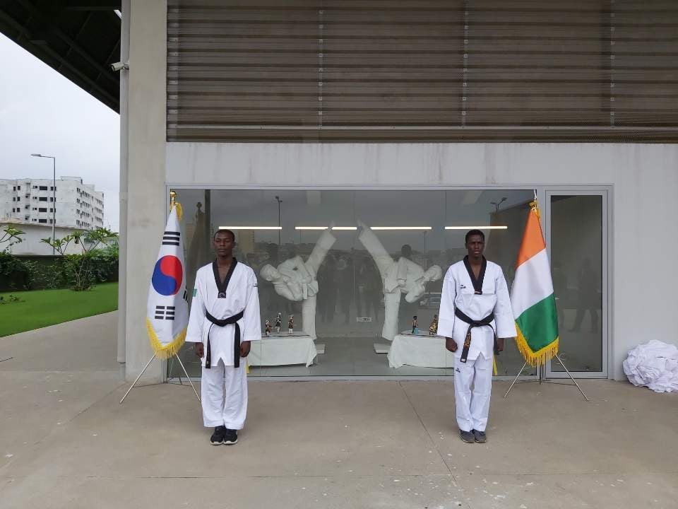 South Korean ambassador donates taekwondo statues to centre in Ivory Coast