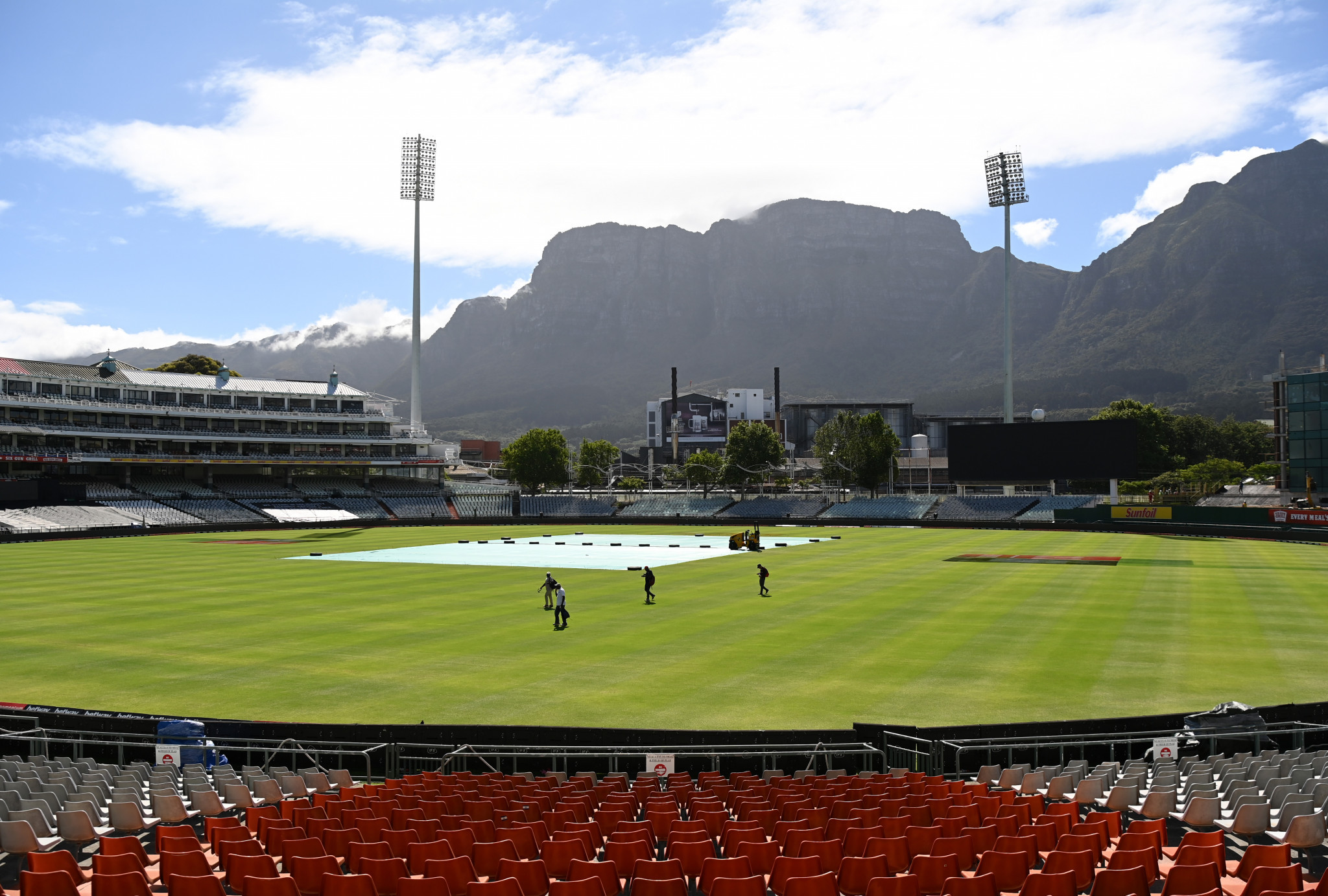 Full England cricket party to return from South Africa after duo test negative for coronavirus