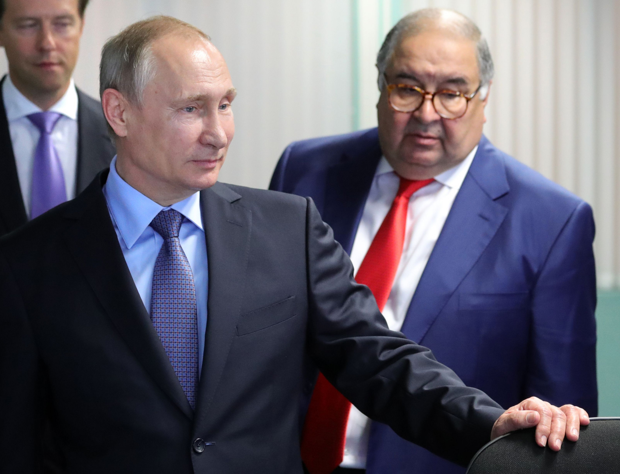 Fencing chief Alisher Usmanov, right, pictured with Russian President Vladimir Putin ©Getty Images