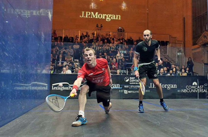England's Nick Matthew edged Egypt's Marwan Elshorbagy to advance to the last four of the men's competition