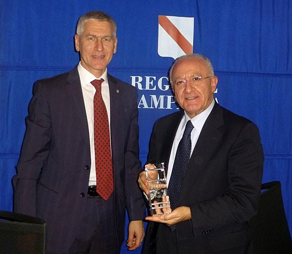 FISU head Oleg Matytsin with Campania Region President Vincenzo de Luca ©FISU