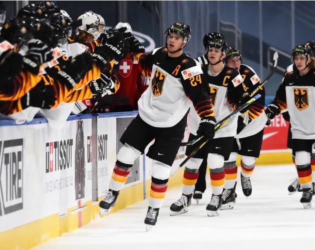 Germany overcome Switzerland to advance at IIHF World Junior Championship