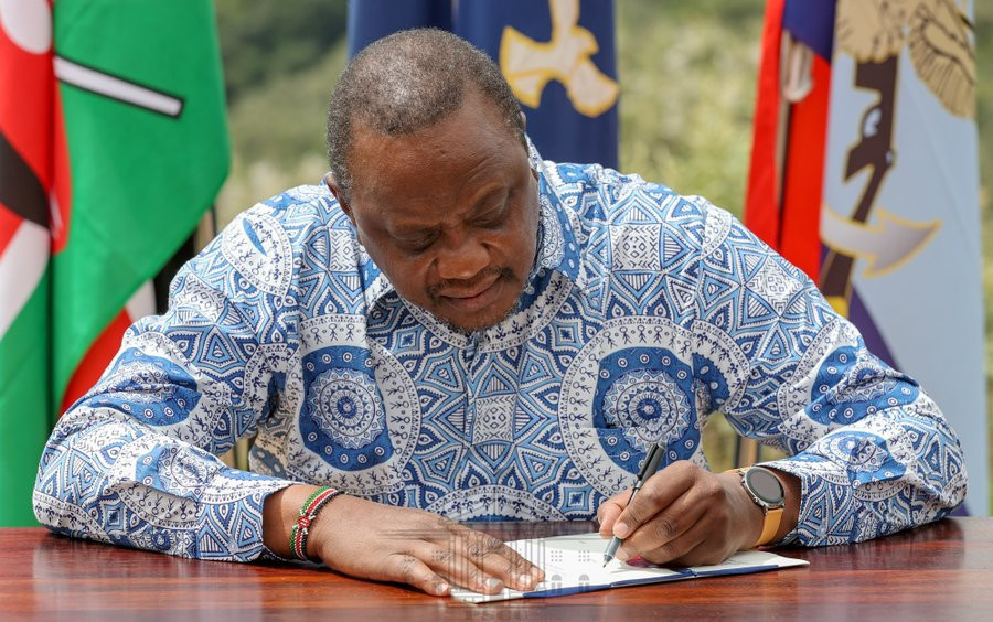 Kenyan President Uhuru Kenyatta signed an amendment to the country's anti-doping bill to bring it in line with the new WADA regulations ©State House Kenya/Twitter