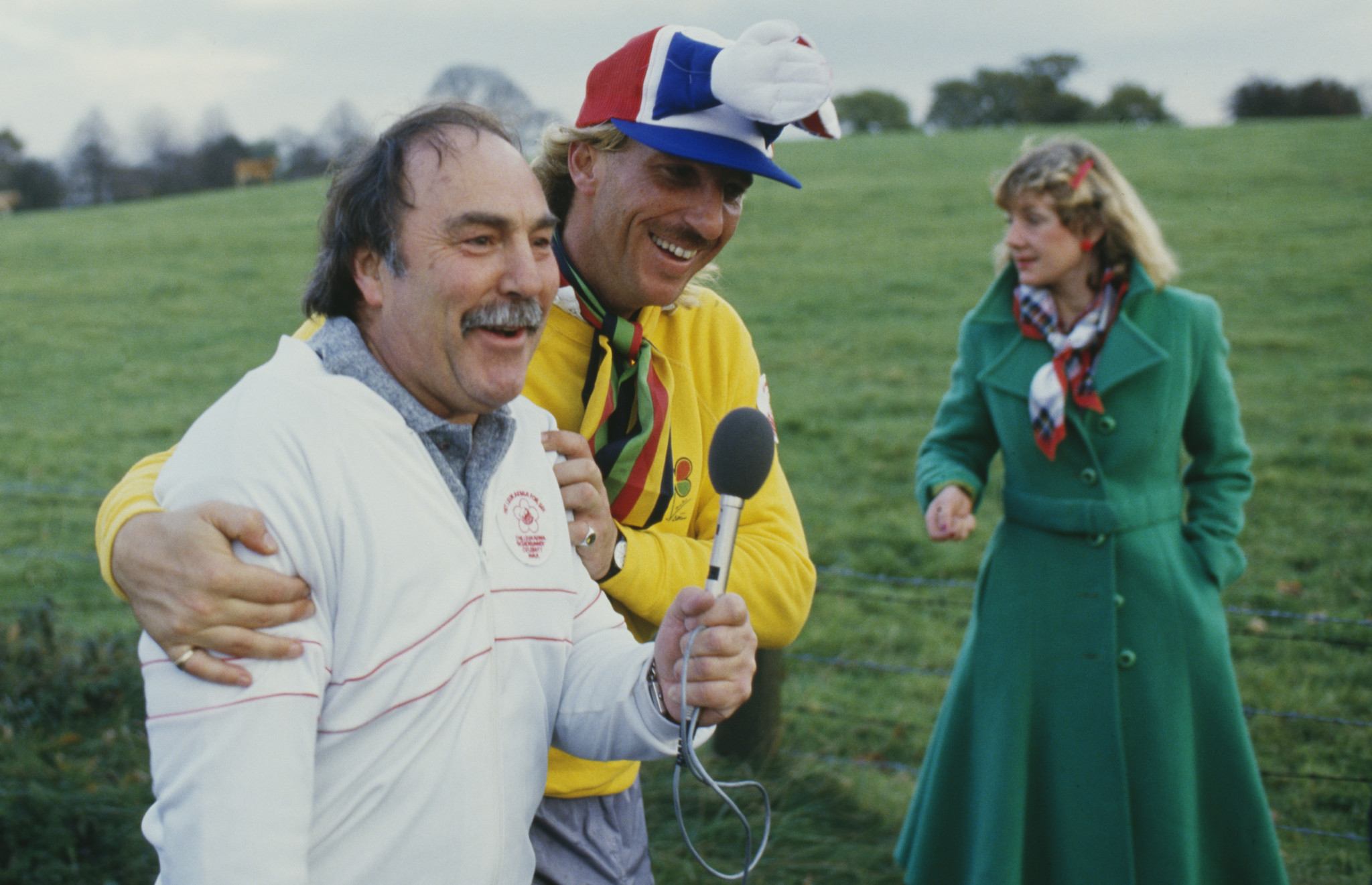 Jimmy Greaves, pictured on a charity walk with England cricket star Ian Botham ©Getty Images
