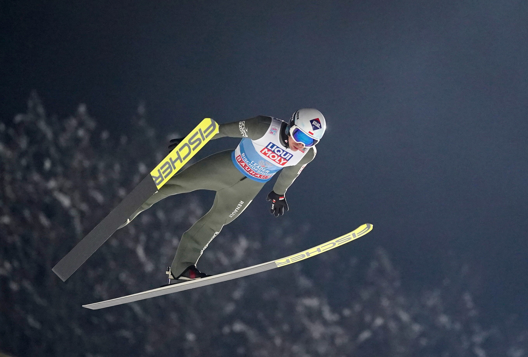 Leader Stoch tops qualification for Four Hills Tournament finale
