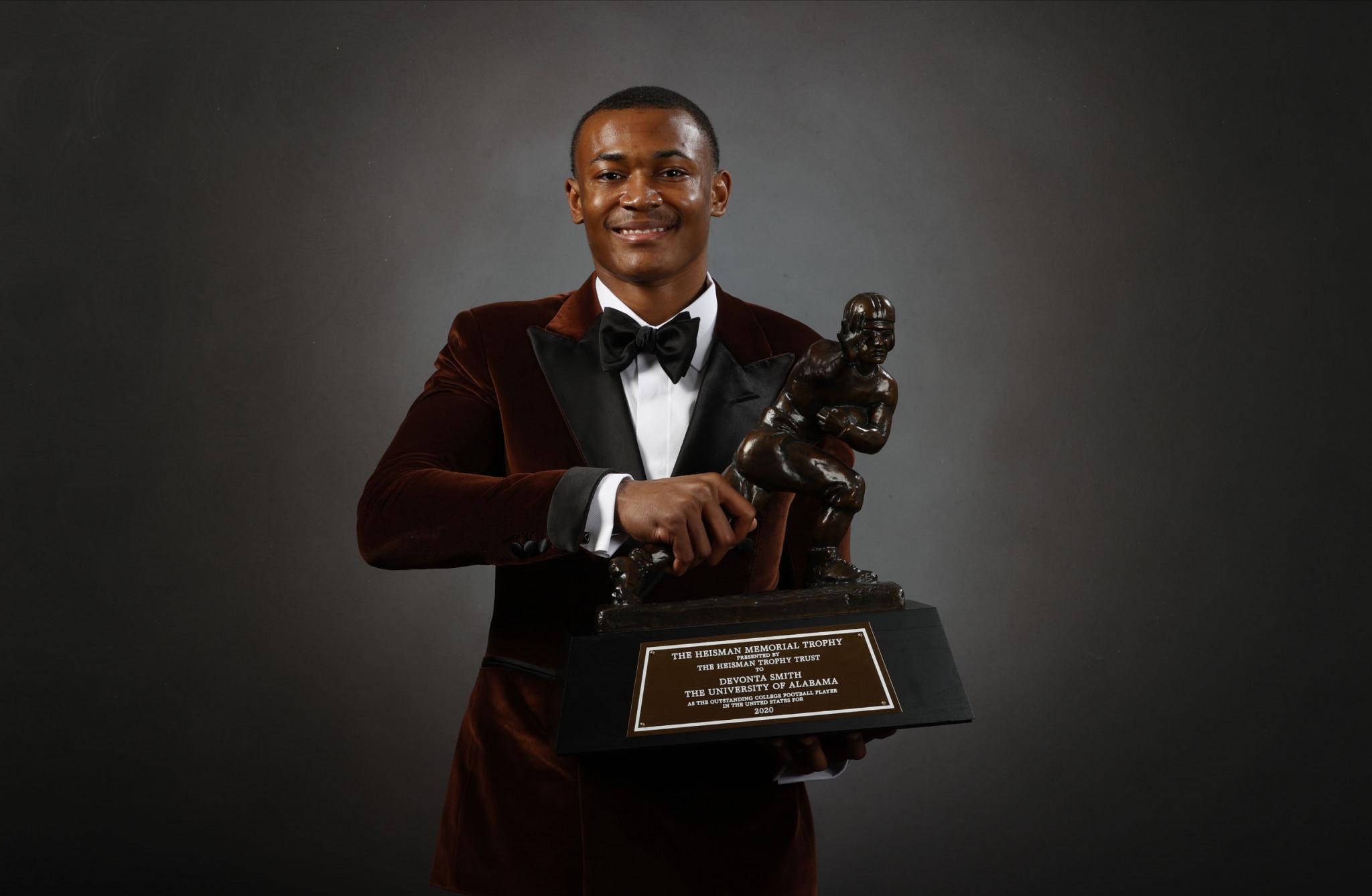 Alabama wide receiver Smith wins prestigious Heisman Trophy