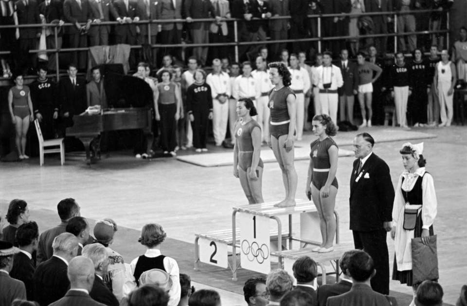 Ágnes Keleti stands top of the podium after winning gold during the floor event at the Melbourne 1952 Olympics ©MTI
