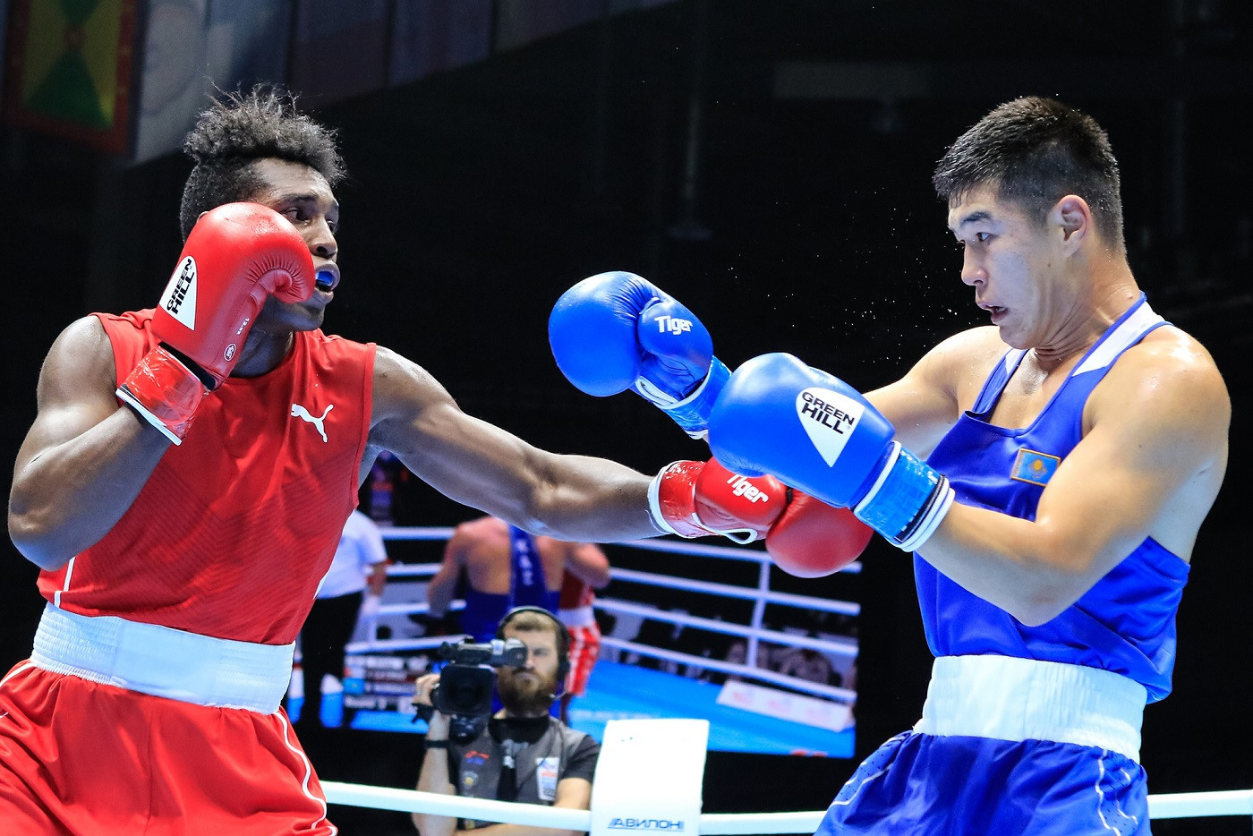 Reigning light-heavyweight world champion Bekzad Nurdauletov, in blue, is among the boxers from Kazakhstan to travel to the US to train ©ASBC