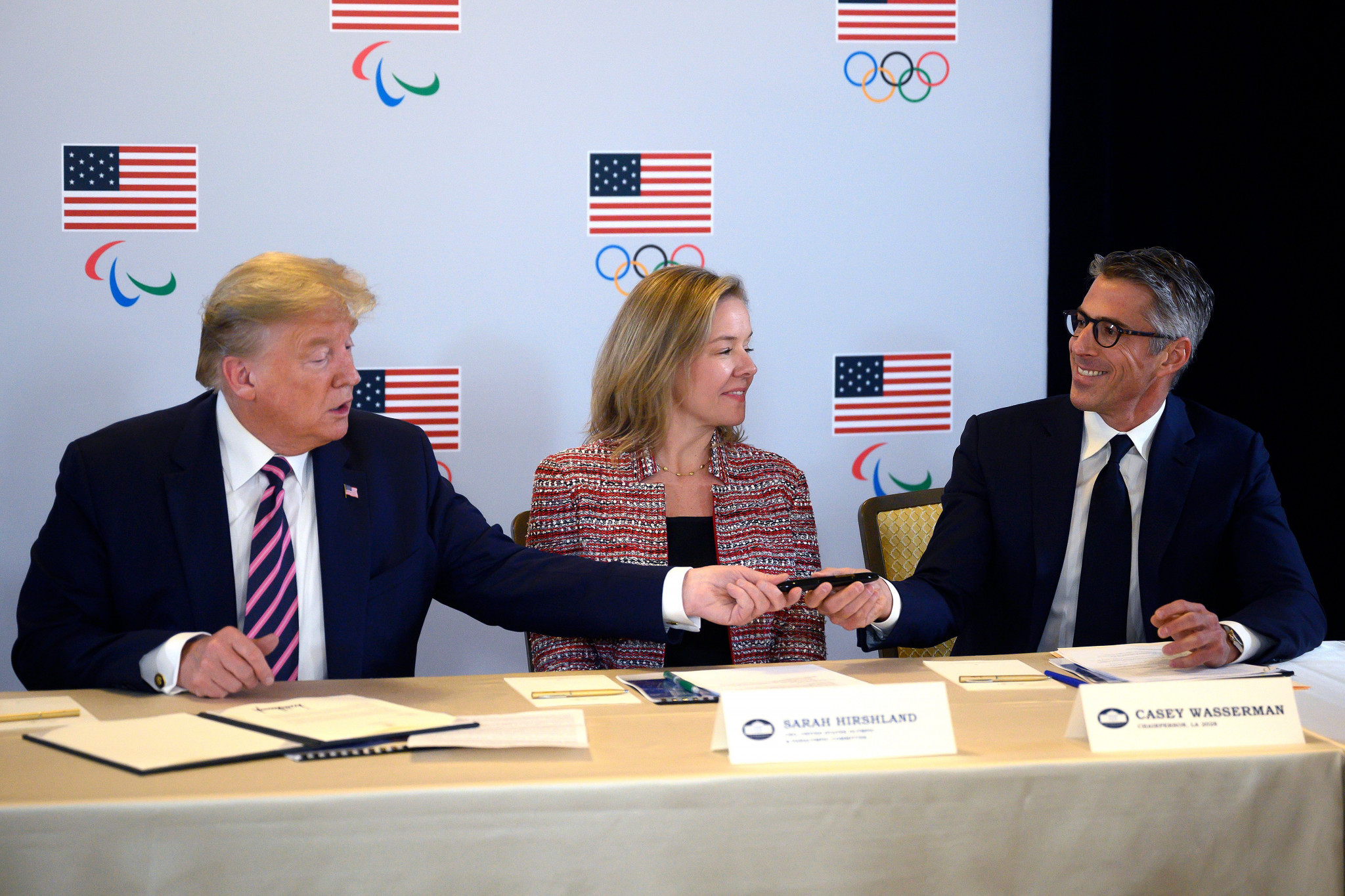Los Angeles 2028 Chairman Casey Wasserman (right) with US President Donald Trump (left) and US Olympic and Paralympic Committee Executive Sarah Hirshland © Getty Images