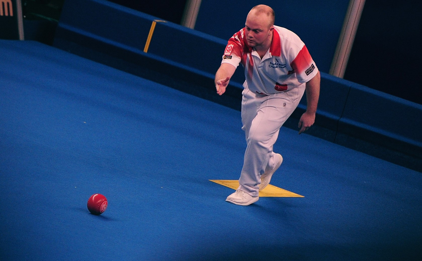 Wins for ex-champions Anderson and Foster at World Indoor Bowls Championships