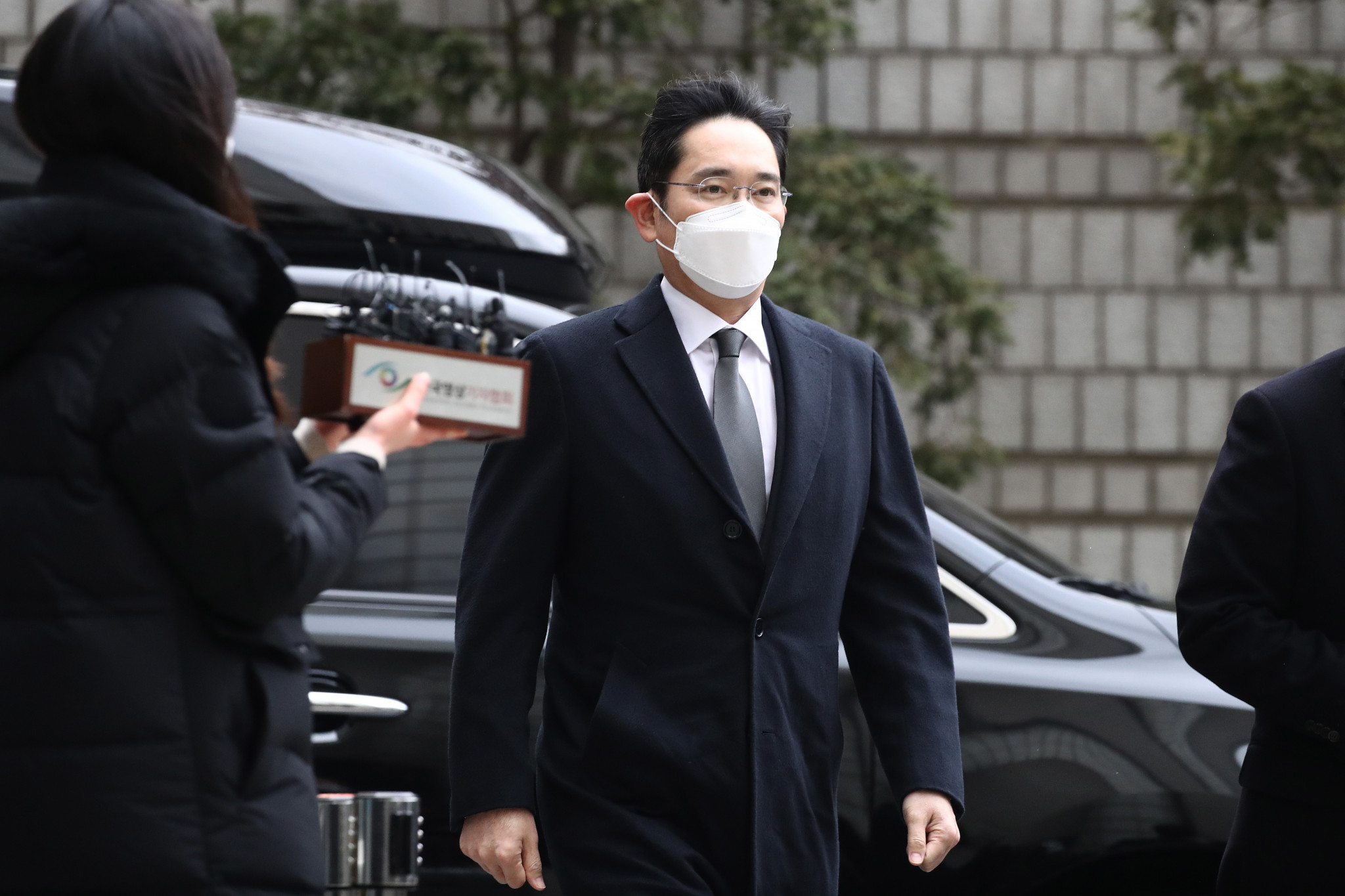 Samsung heir sentenced to 2.5 years in prison for corruption