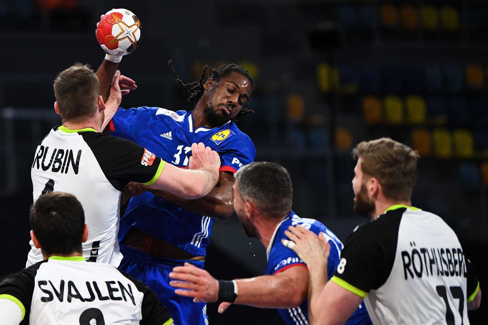 تتأهل فرنسا لدور بطولة كرة اليد للرجال IHF بعد فوزها في جميع مباريات الفريق الثلاث © Getty Images