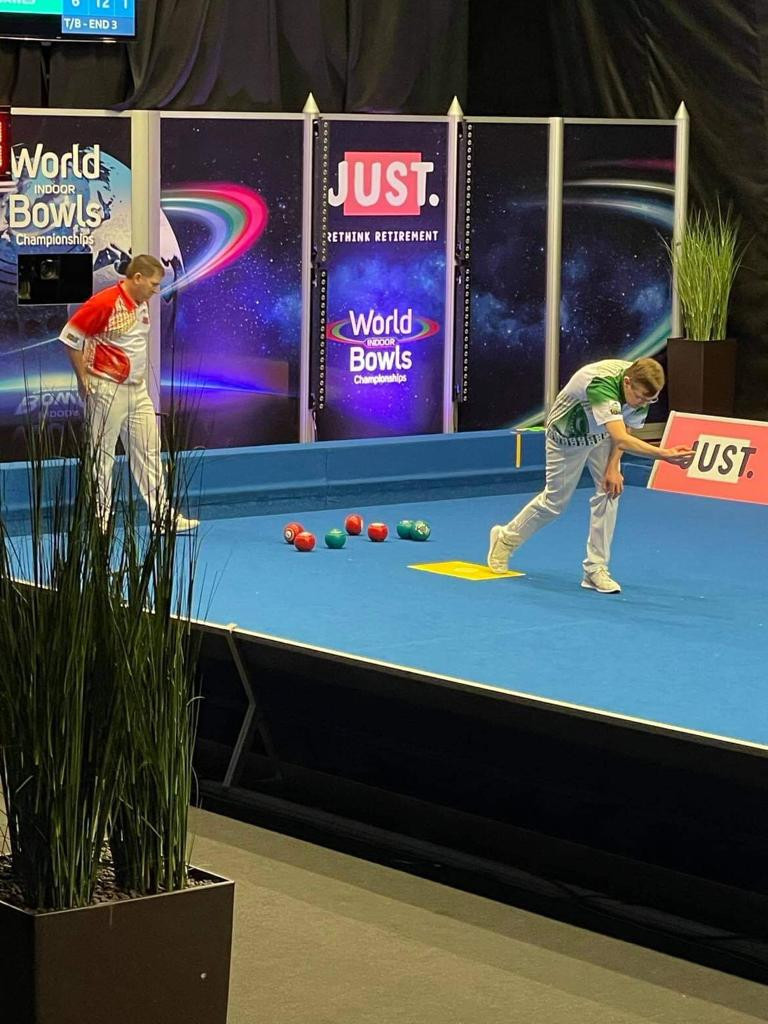 Mark Dawes (playing in green) defeated Mervyn King in a high-quality encounter in round two of the World Indoor Bowls Championships open singles ©World Bowls Tour