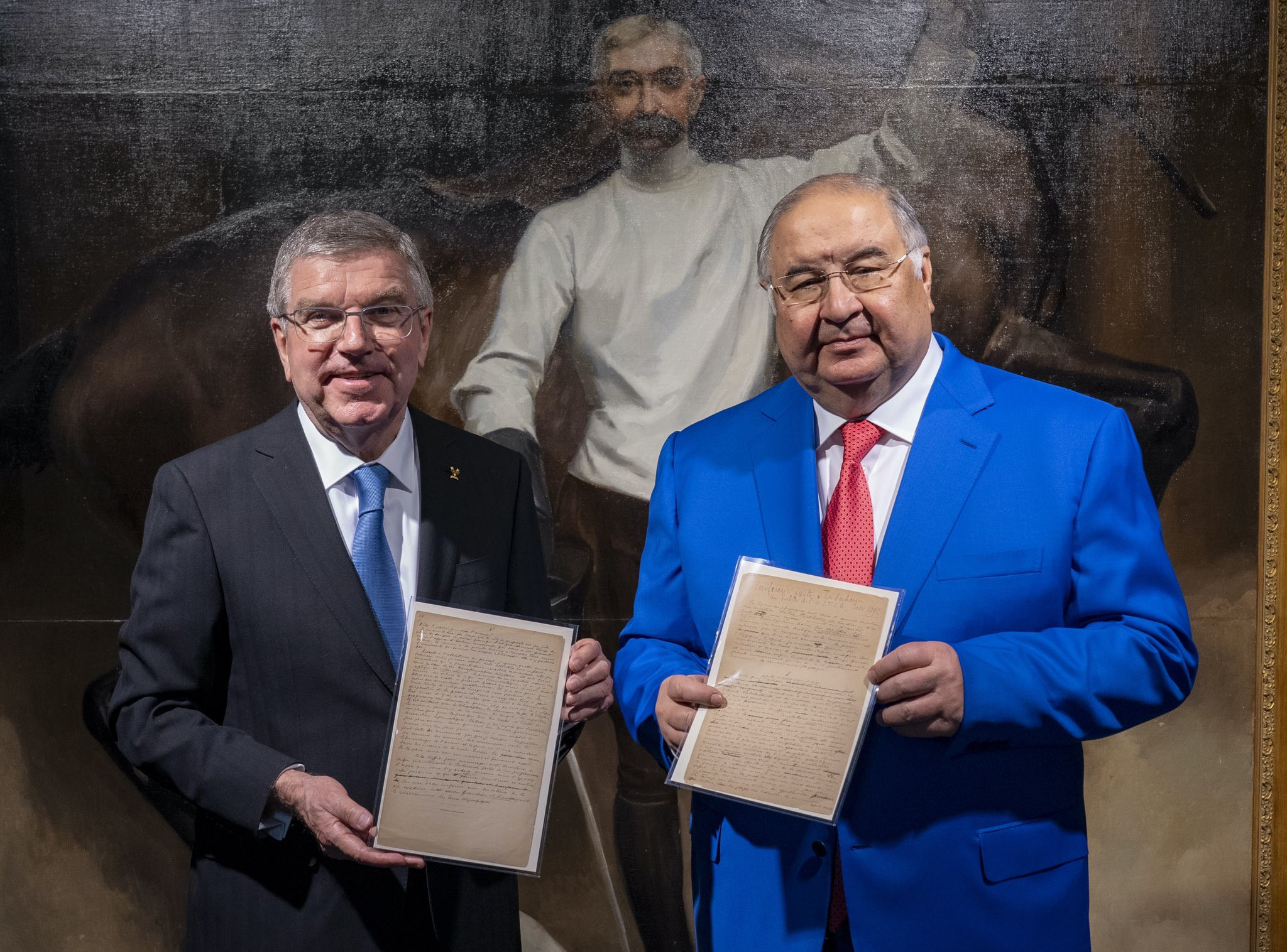 International Olympic Committee President Thomas Bach, left, received the manuscript from Alisher Usmanov in 2020 ©IOC