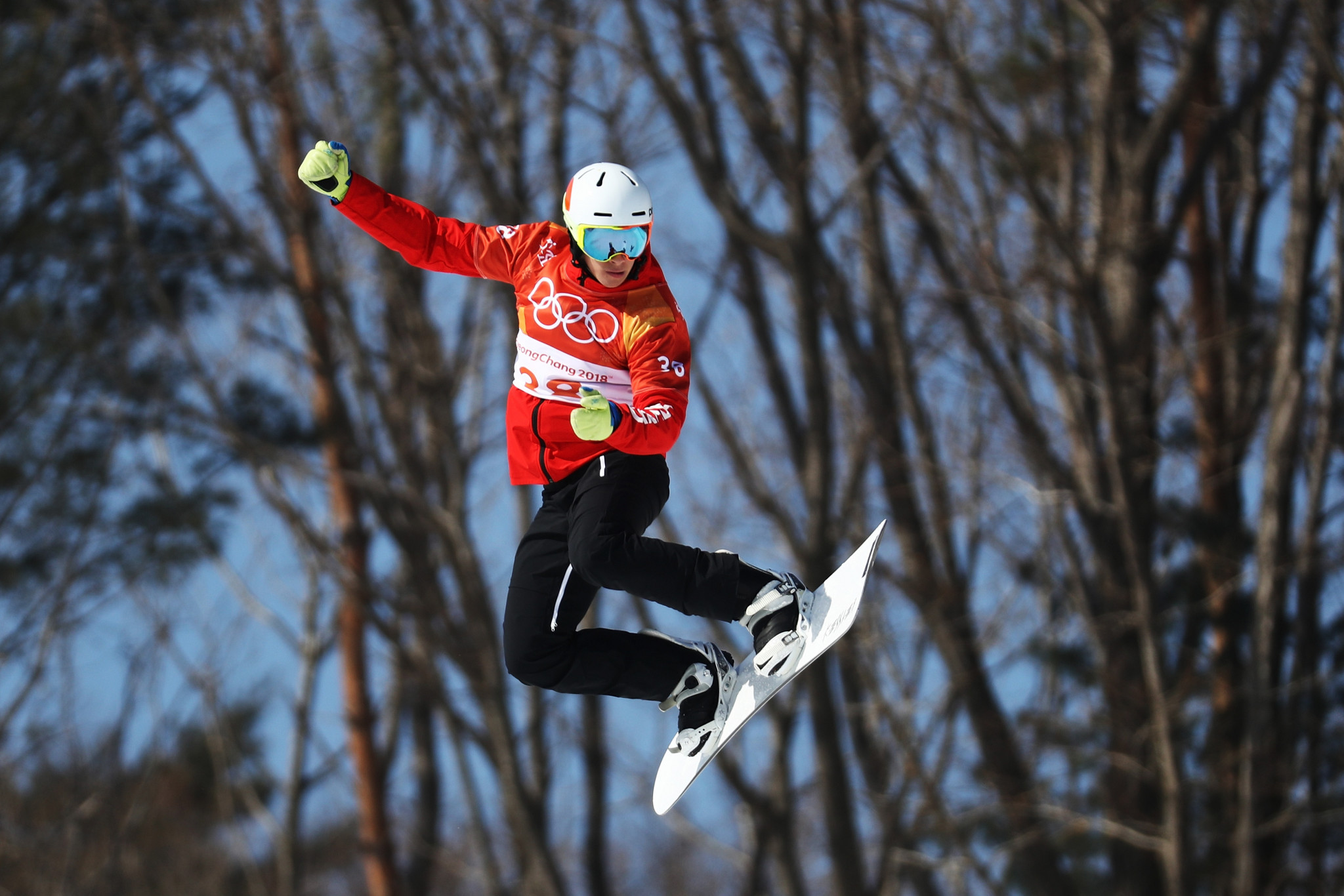 Canada's Éliot Grondin topped men's qualification at the first Snowboard Cross World Cup of the season ©Getty Images