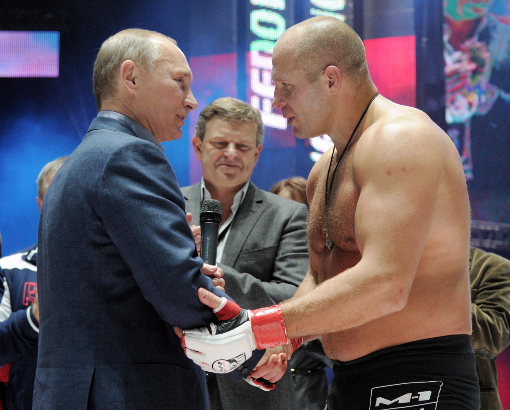 Fedor Emelianenko with Russian President Vladimir Putin ©Getty Images