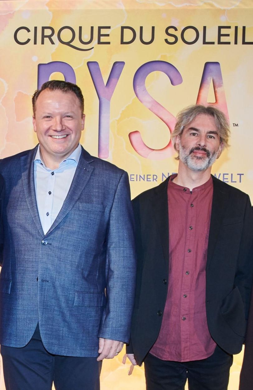 Finn Taylor, à esquerda, ex-diretor de show business do Cirque du Soleil Global Touring, foi nomeado CEO Mundial do Voleibol © Getty Images