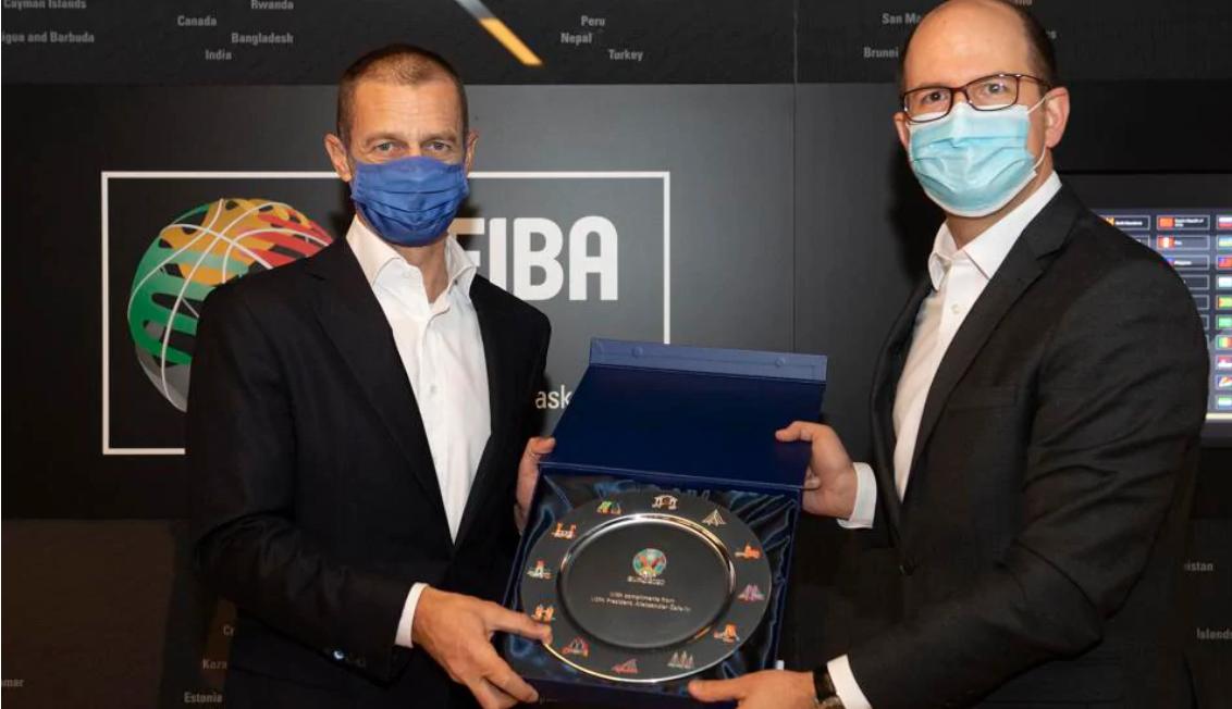 FIBA secretary general Zagklis welcomes UEFA President Čeferin to House of Basketball