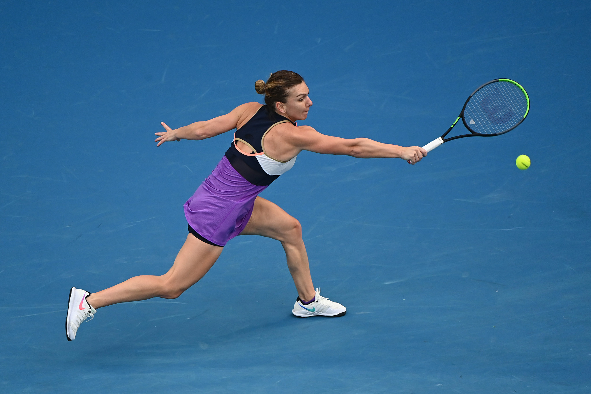 Halep sets up quarter-final clash with Williams at Australian Open
