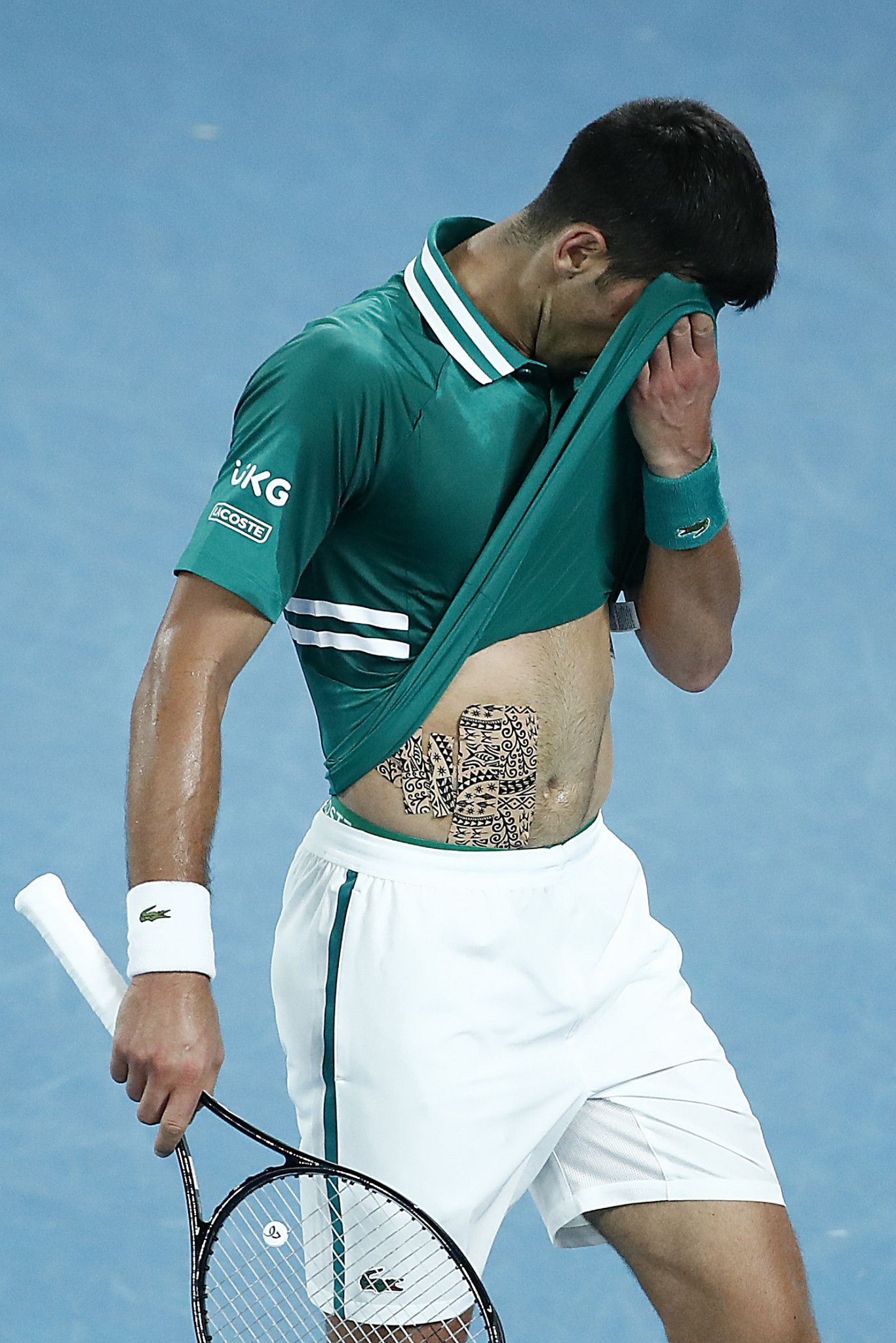 He did so despite struggling with a abdominal injury picked up in the third round ©Getty Images