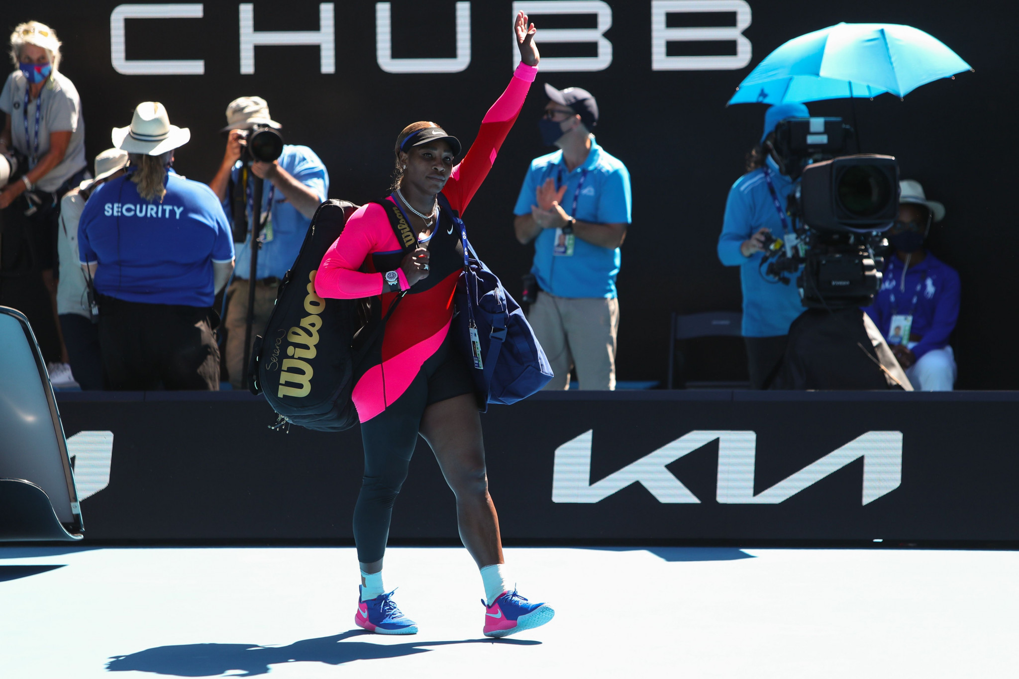 Serena Williams wave to the crowd prompted questions over her future ©Getty Images