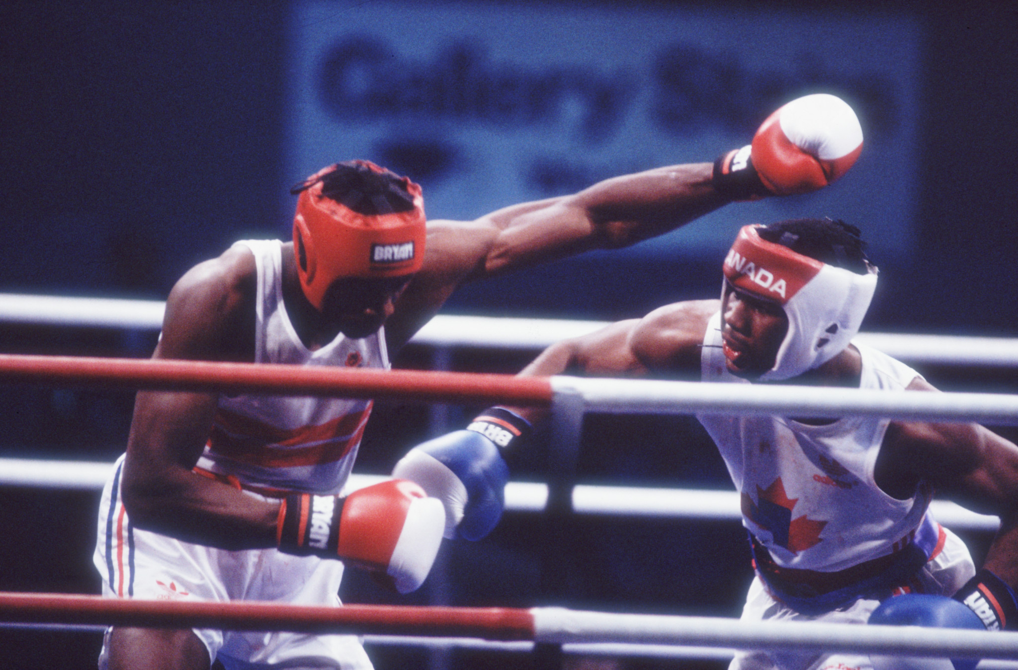 Lennox Lewis, right, representing Canada, won the Commonwealth Games super-heavyweight gold medal at Edinburgh 1986 ©Getty Images