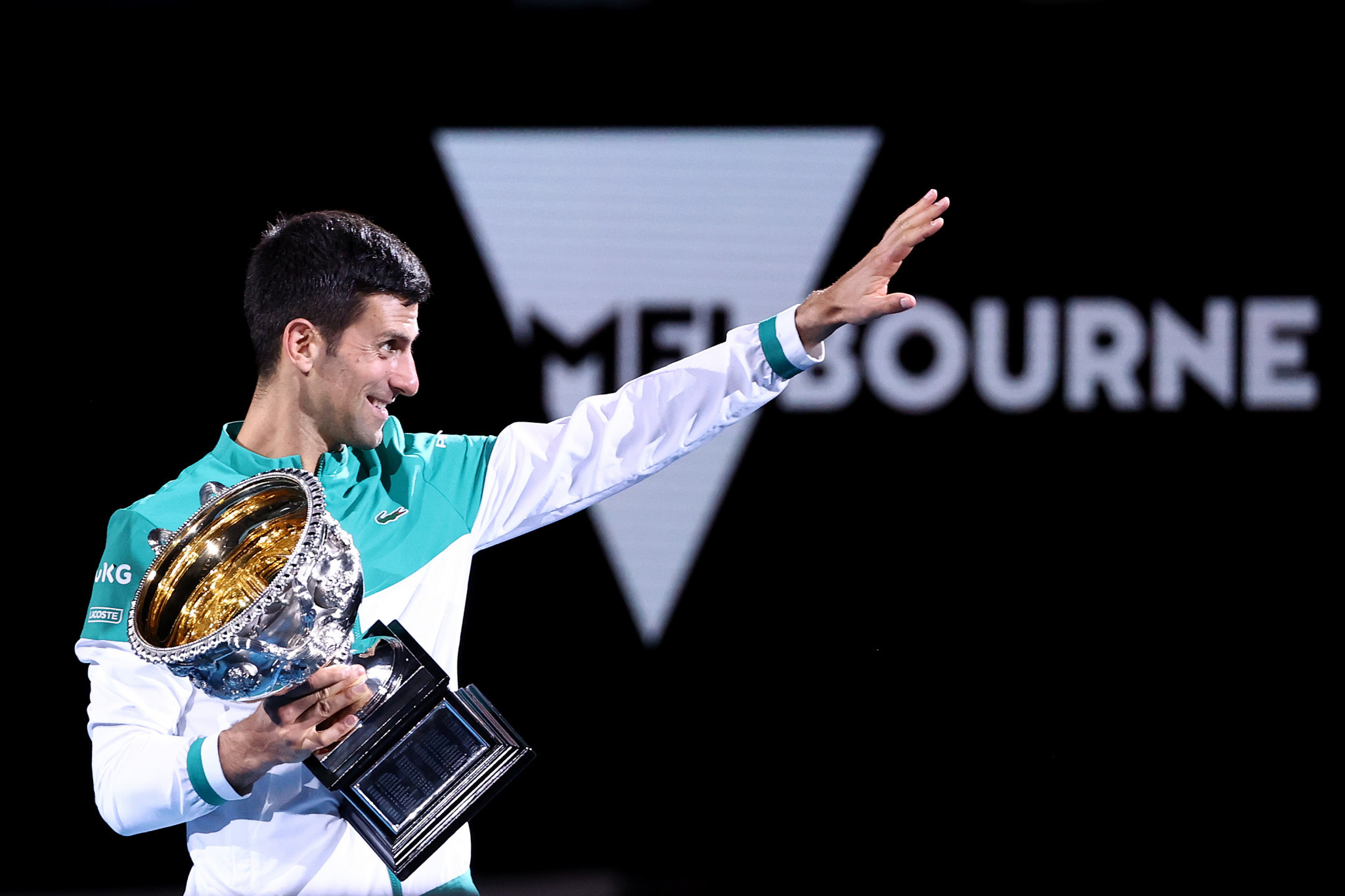 Djokovic waves to his supporters after collecting the trophy for the ninth time ©Getty Images