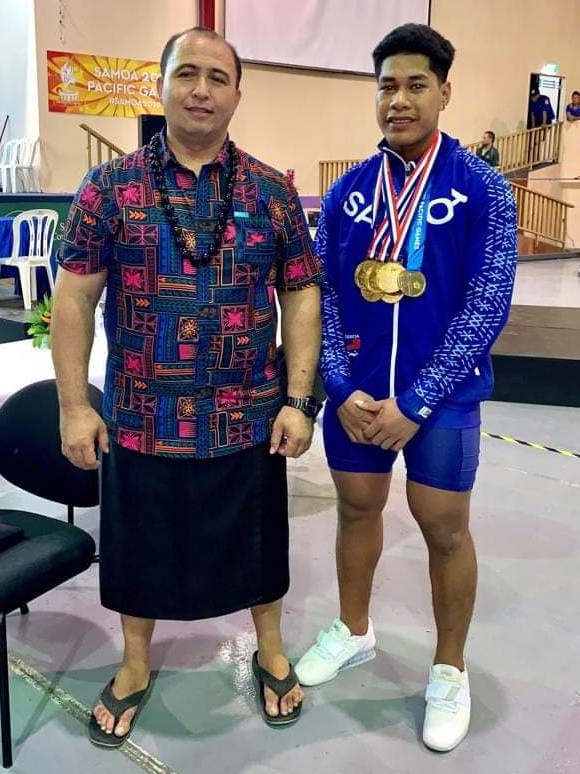 Samoa Weightlifting Federation President Jerry Wallwork, left, signed the letter ©Samoa Weightlifting Federation