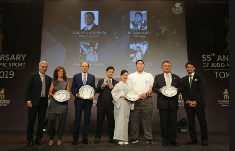 Yamashita Yasuhiro, second right, was among those honoured at the gala in Tokyo ©ICJF