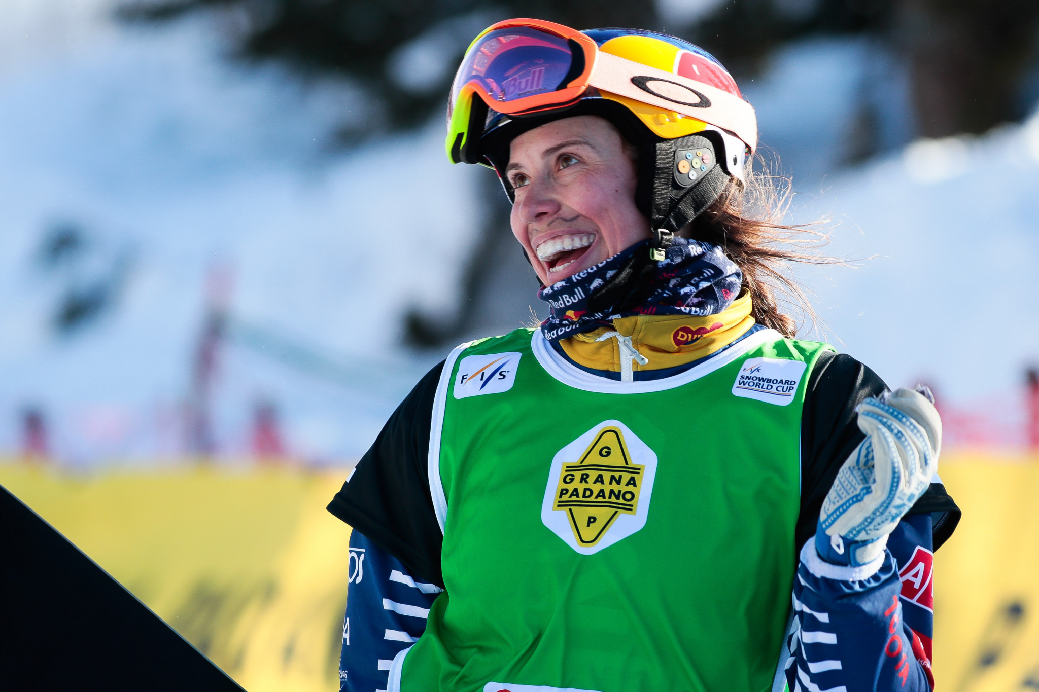 Samková and Surget star in qualifying at Snowboard Cross World Cup in Bakuriani