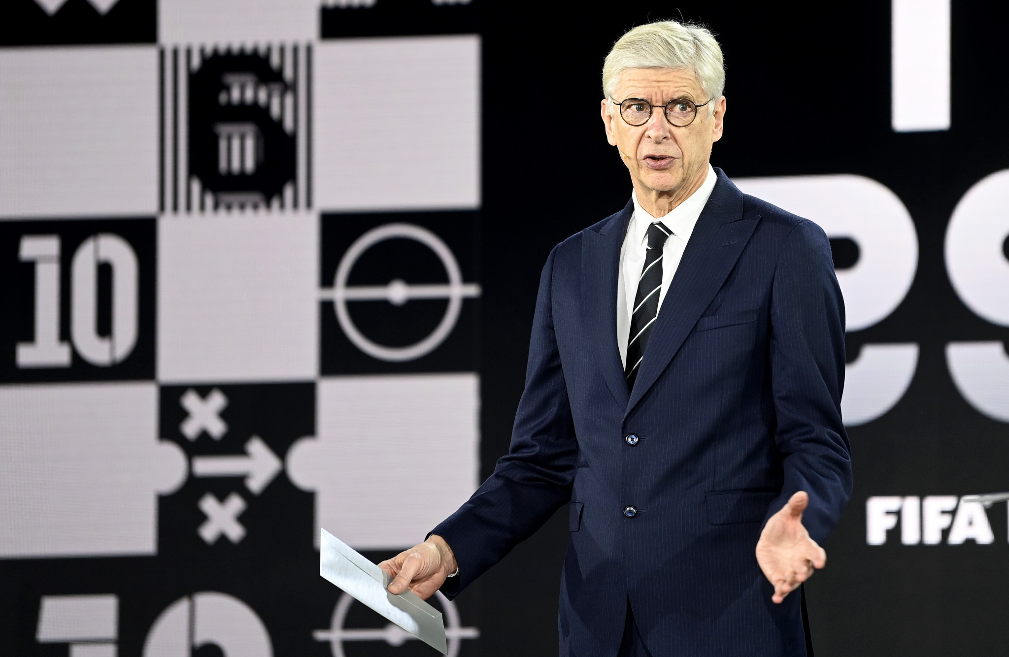Arsene Wenger has suggestion amending the offside rule to favour attacking players ©Getty Images