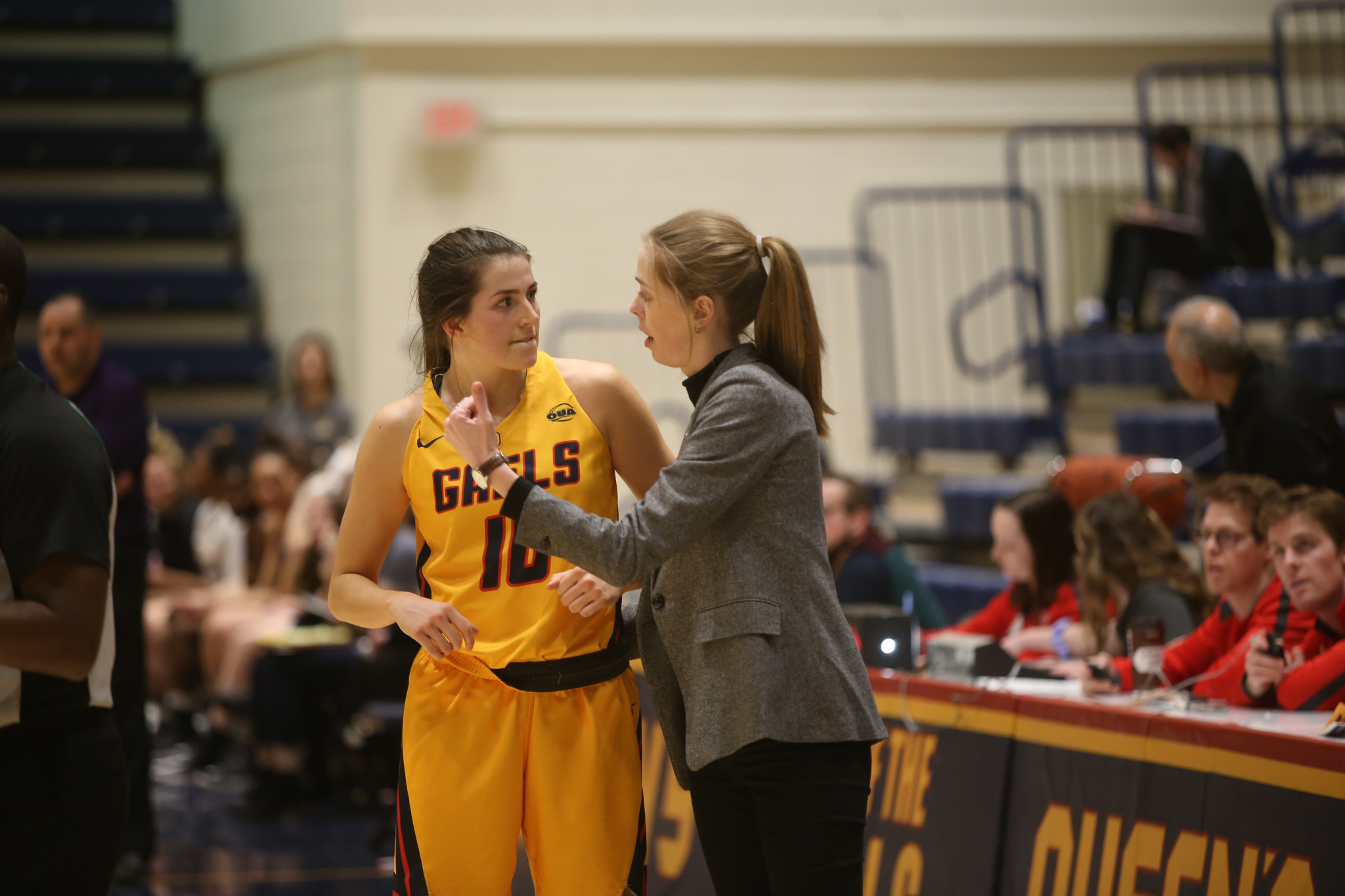 Nicole Barnard, right, who played for the Queen's Gaels women's basketball team and has served as an assistant coach since 2017, will be taking part in the U SPORTS Female Apprentice Coach Program ©U SPORTS